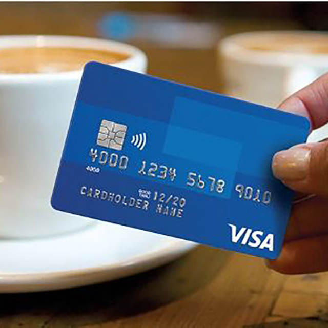 Purchasing with Visa PayWave at a cafe